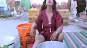Skandal karar! Ünlü şarkıcı klibi 'baştan çıkarıcı' diye tutuklandı!