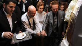 Bütün ünlüler oradaydı, damat düğünde bombayı patlattı: Karım hamile!