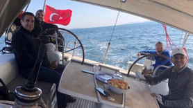 """Vatan'ın eski yazarı o poza sert çıktı: """"Türk medya tarihi bu fotoğrafı asla unutmayacak"""""""