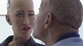Robot Sophia, kur yapan Will Smith'i reddetti!