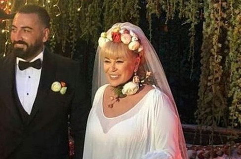 Zerrin Özer 61 yaşında evlendi!