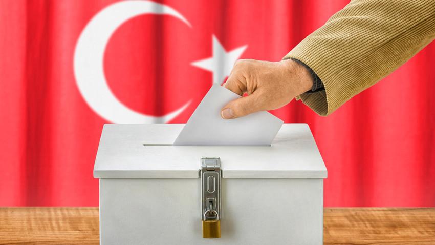İstanbul'da hangi parti önde? İşte yerel seçim anket sonuçları!