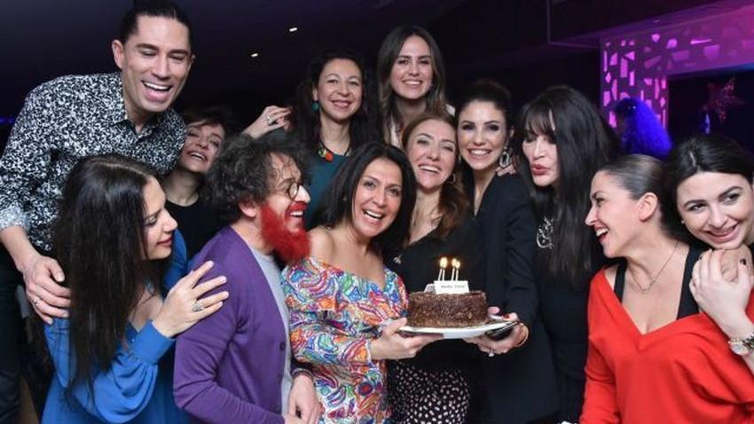 Asuman Dabak yeni yaşını dostlarıyla kutladı