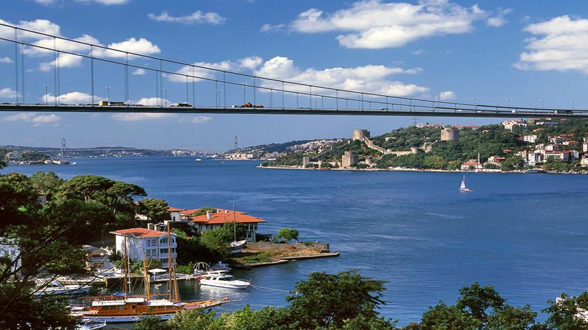 İngiliz gazetesi İstanbul Boğazı'nı 'nehir' yaptı!