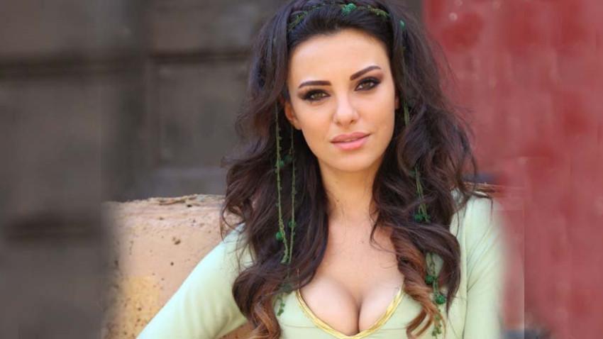Ünlü oyuncu Tuvana Türkay yazar oluyor!