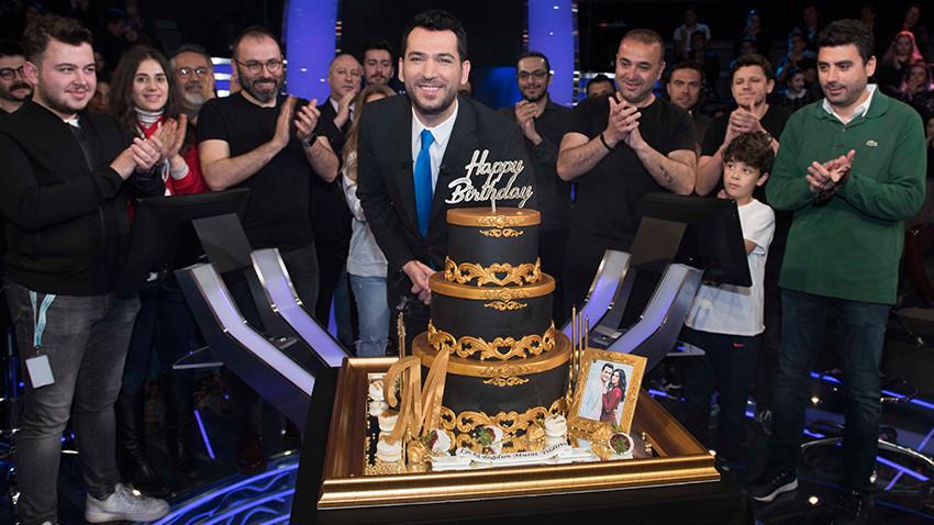 Murat Yıldırım'a stüdyoda sürpriz doğum günü!