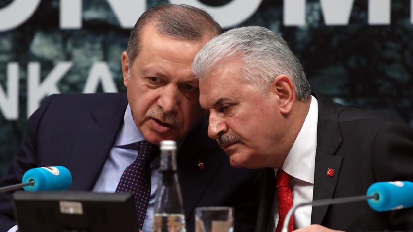 Yeniçağ yazarından çok çarpıcı iddialar! AK Parti içinde neler oluyor?