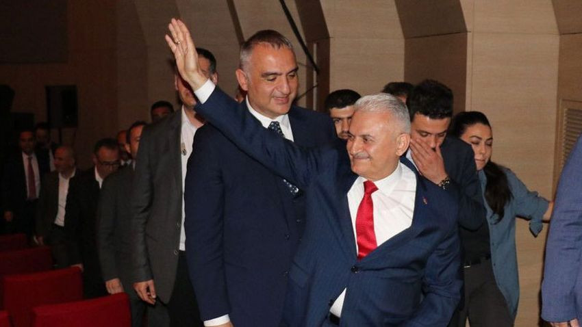 Mehmet Metiner operada Yıldırım'ı protesto edenlere sert çıktı: Haddinizi bildirmesini biliriz