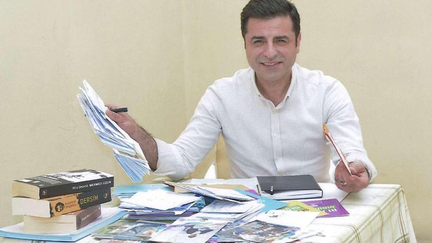 Selahattin Demirtaş cezaevinde 33 gazetecinin sorularını cevapladı!