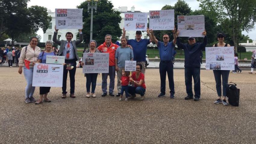 Beyaz Saray önünde CNN Türk protestosu!