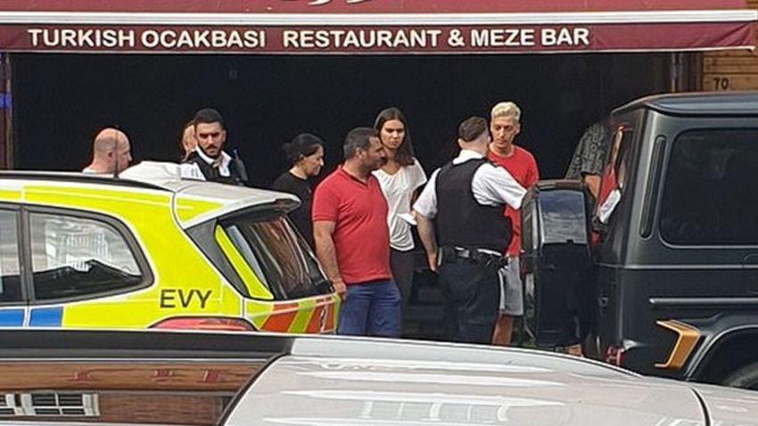 Mesut Özil'e bıçaklı saldırı girişimi! Ölümden döndü!