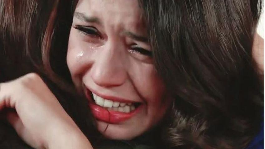 Beren Saat gözyaşları içinde verdiği pozu paylaştı