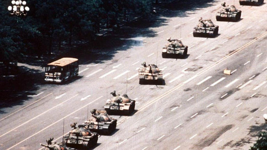 """Tiananmen Meydanı'ndaki """"Tank Adam'ın"""" fotoğrafçısı 64 yaşında öldü"""