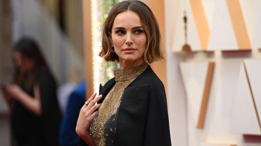 Natalie Portman'dan Oscar'a ceketli protesto! Yakasında yazanlara dikkat!