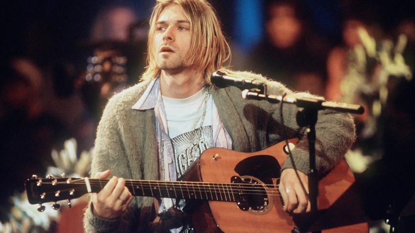 Ünlü sanatçının gitarı 6 milyon dolara satıldı!
