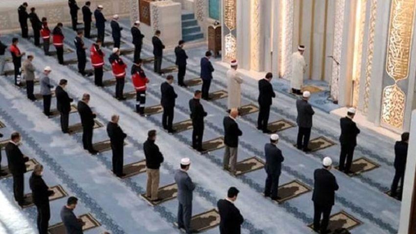 Diyanet'ten flaş açıklama: Camilerde 5 vakit cemaatle namaz kılınabilecek
