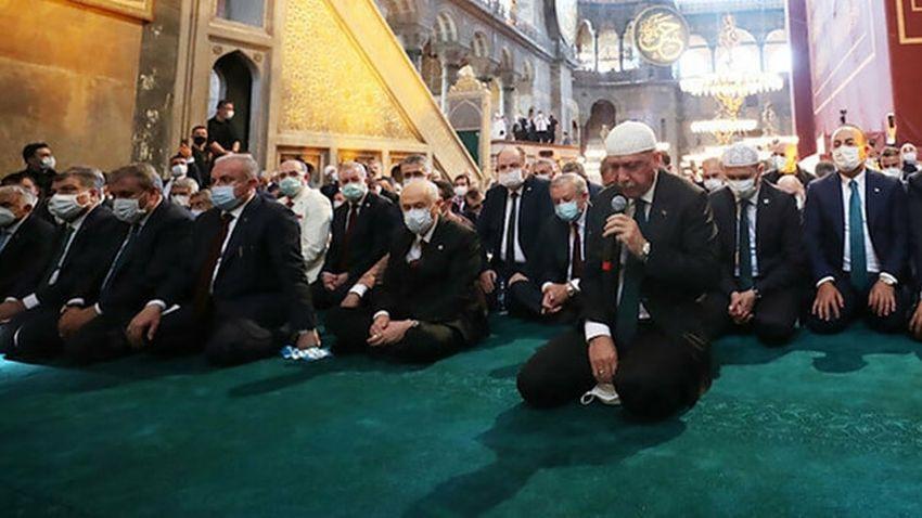 ABD'li yazardan ezber bozan yorum! Erdoğan Kur'an okurken...