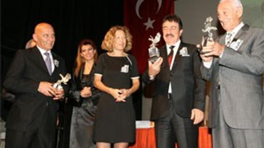 TÜRKÇE'NİN ALTIN SESİ KARTAL'DA ANILDI