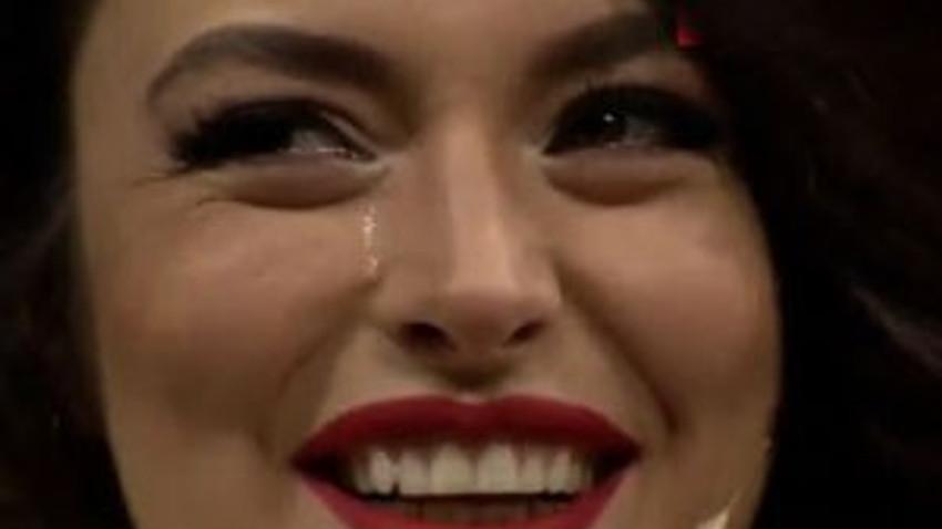 Beyaz Show'da şaşırtan anlar! Ezgi Mola neden ağladı?