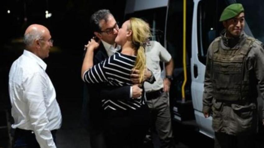 """Kadri Gürsel, 330 gün sonra özgürlüğüne kavuştu: """"Çok fazla sevinecek bir durum da yok..."""""""