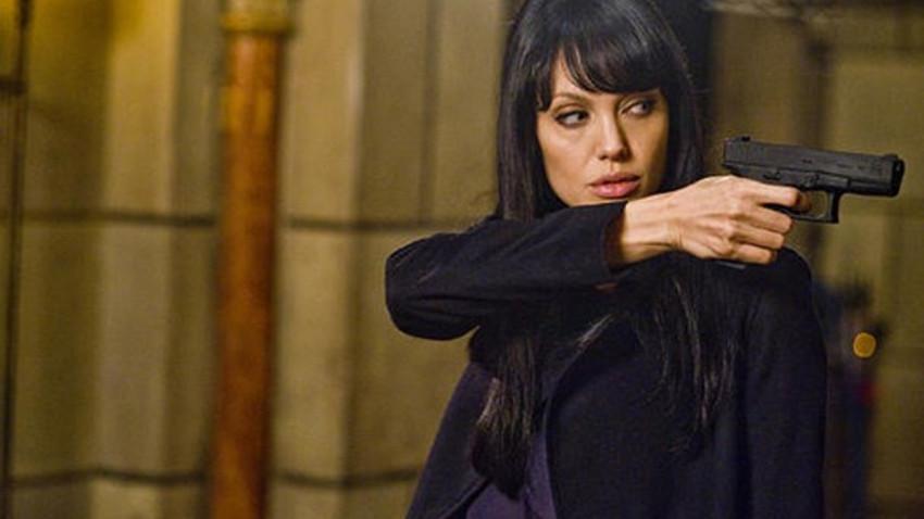 """Angelina Jolie için şok iddia! """"O bir CIA ajanı"""""""
