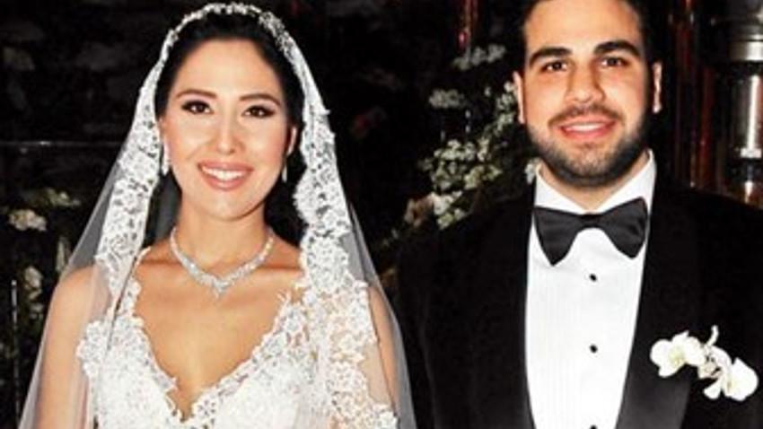 CNN Türk'ün mutlu günü! CNN Türk spikeri yalıda evlendi!