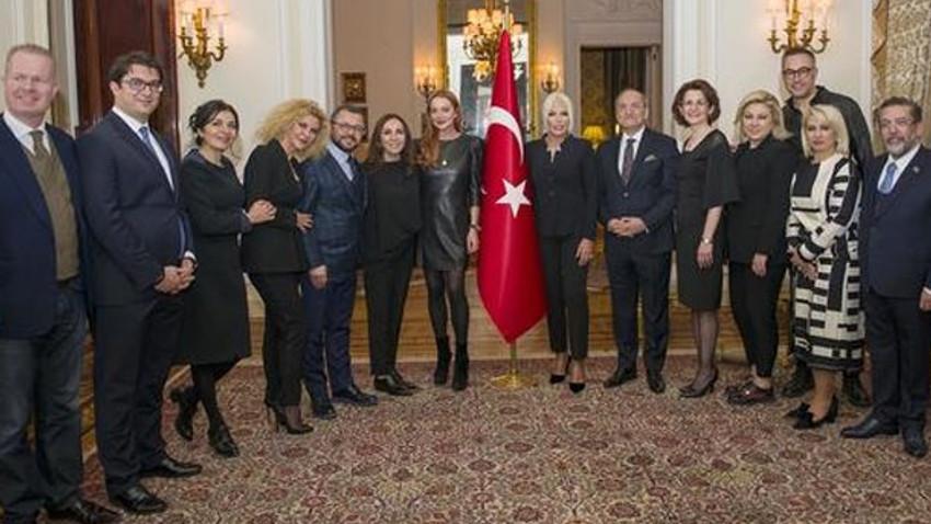 Londra Moda Haftası'nda Zeynep Kartal ve Ajda Pekkan rüzgarı!