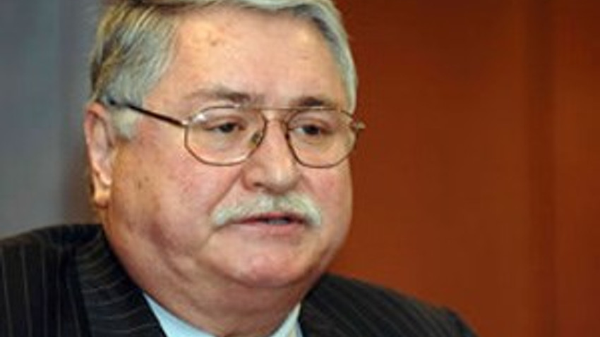 Türk siyasetinin renkli ismiydi; Hasan Celal Güzel vefat etti!