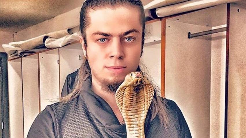 Sihirbaz Aref Ghafour'ı kobra yılanı soktu! Mısır'dan panzehir bekleniyor!