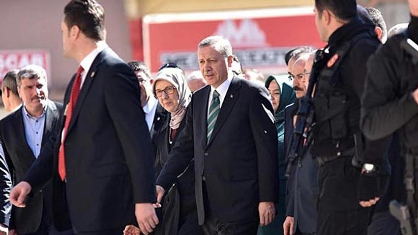 Hürriyet yazarı o sorunun cevabını aradı: Danışmanları Erdoğan'a her şeyi anlatıyor mu?