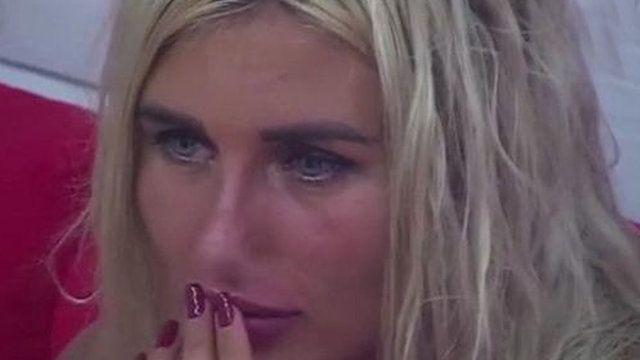 Canlı yayında olay! Genç kadını tekme tokat dövdü! - Sayfa 1