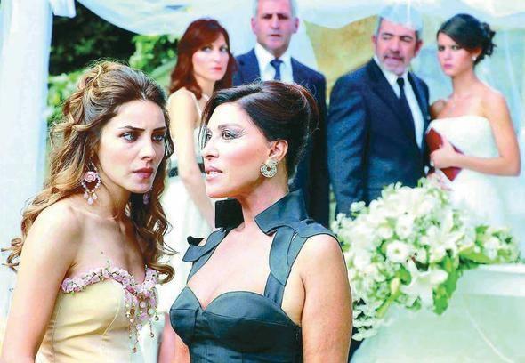 Beren Saat, Hazal Kaya'nın düğününe neden katılmadı? - Sayfa 3