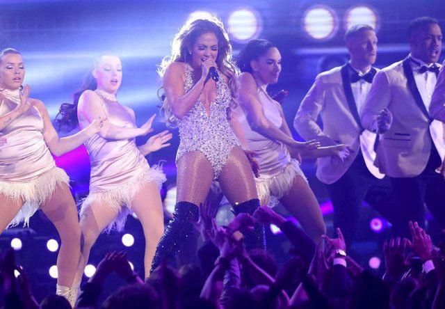 Jennifer Lopez'den 'gecenin sonu' pozu - Sayfa 1