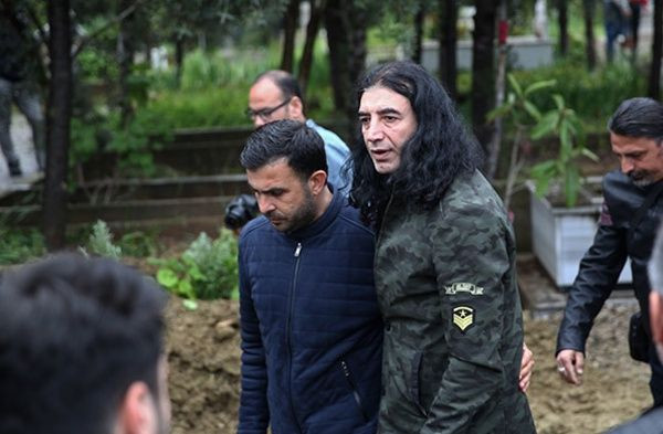 Murat Kekilli babasını gözyaşlarıyla uğurladı - Sayfa 4