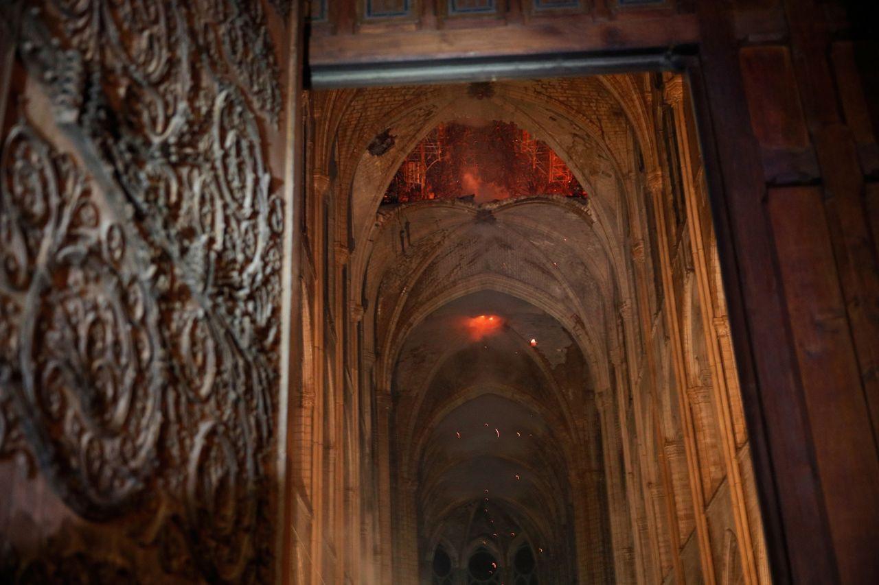 850 yıllık Notre-Dame Katedrali'nde yangın! - Sayfa 3