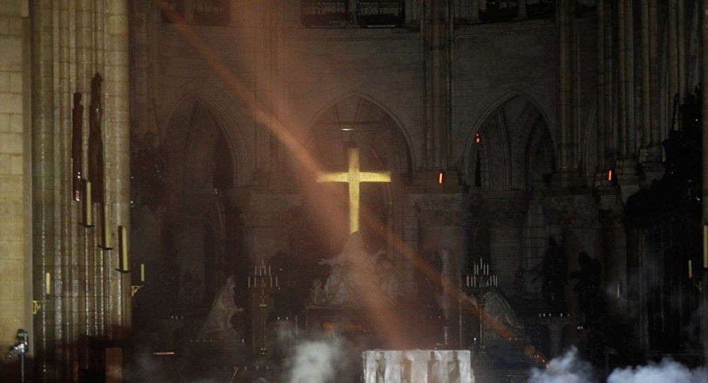 850 yıllık Notre-Dame Katedrali'nde yangın! - Sayfa 4