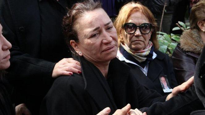 Eşini kaybeden Demet Akbağ'a en büyük destek o isimden geldi! - Sayfa 4