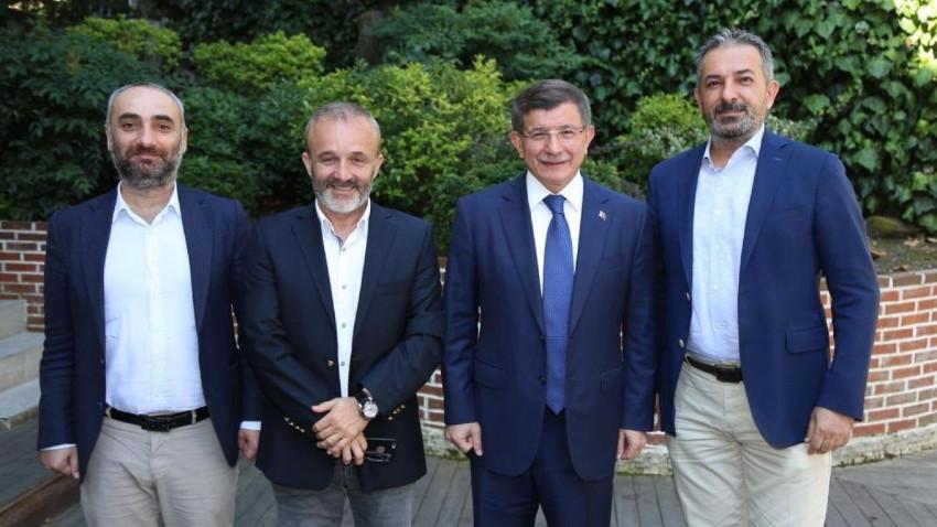 Davutoğlu'ndan o gazeteciler için flaş açıklama!