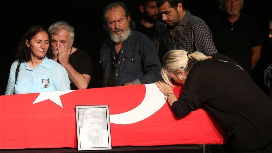 Tarık Ünlüoğlu'nun cenaze töreninde büyük ayıp! Selçuk Yöntem'in parasını çaldılar - Sayfa 1