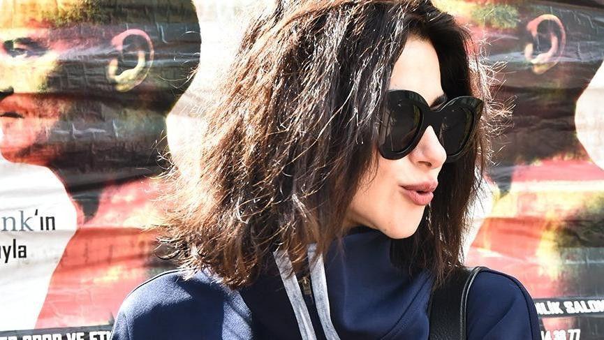 Nesrin Cavadzade'ye bakarken kaza yaptı! - Sayfa 1
