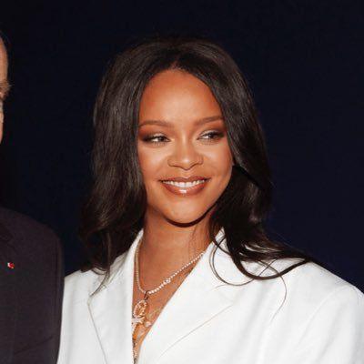 Rihanna müjdeyi verdi! Hayatı kitap oluyor - Sayfa 1