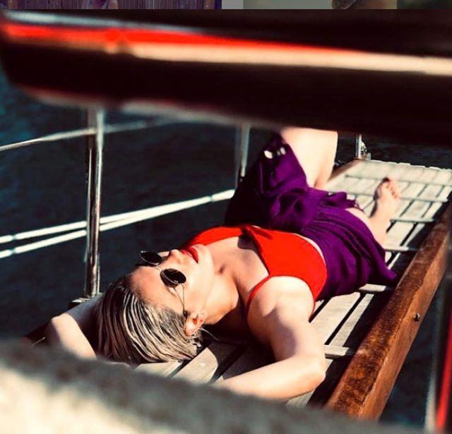 Güzel oyuncu iç çamaşırlı fotoğrafını paylaştı! - Sayfa 4