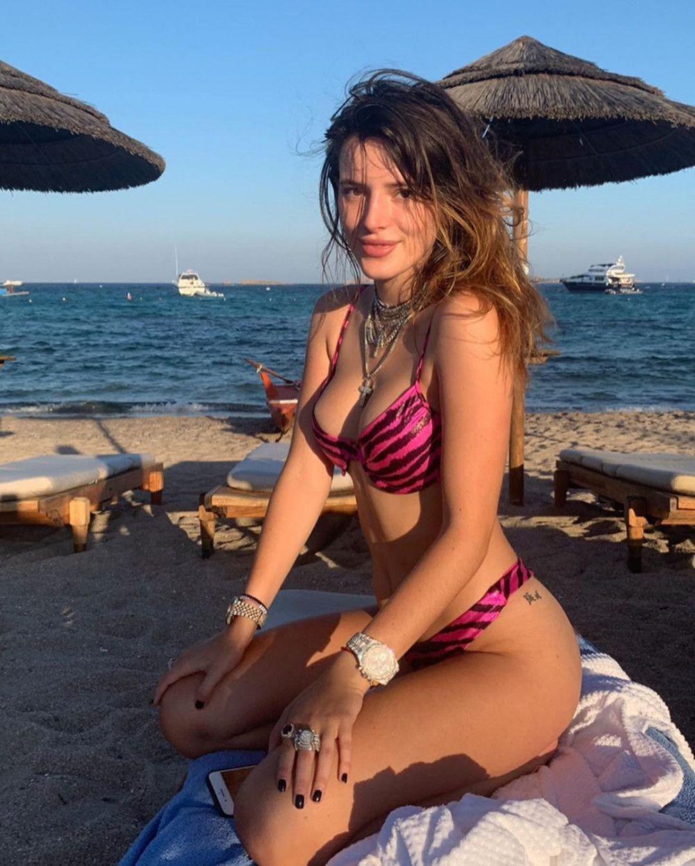 Bella Thorne yeni yaşını sahilde kutladı - Sayfa 2