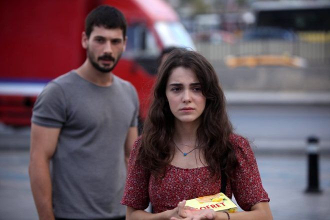Aşk Ağlatır'ın masum Ada'sı mini eteğiyle poz verdi! Eleştiri yağmuruna tutuldu - Sayfa 1