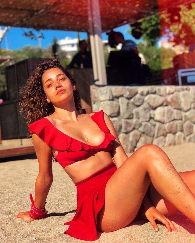 Sevgili Geçmiş dizisinin Azra'sı kırmızı bikinili pozuyla nefes kesti! - Sayfa 1