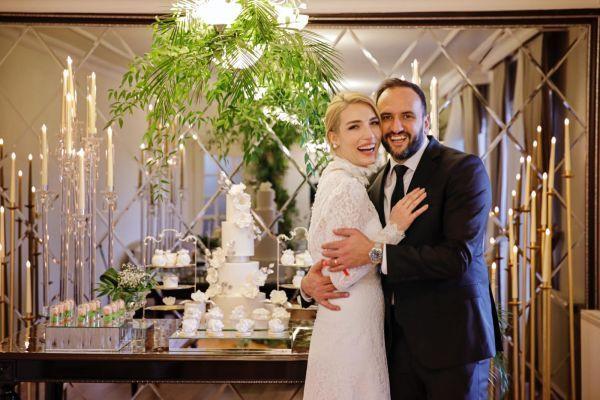 Ünlü ekran yüzünden evliliğe ilk adım! Yüzükler takıldı! - Sayfa 1