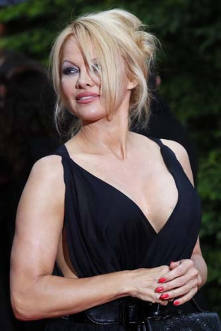 Pamela Anderson 12 gün evli kaldı borçlarını ödetip terketti - Sayfa 2