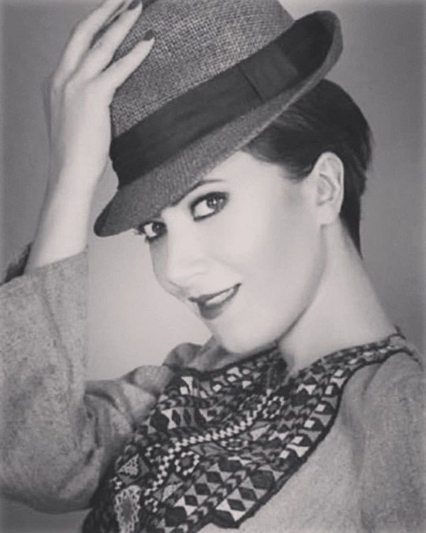 Türk şarkıcının Audrey Hepburn benzerliği! - Sayfa 2