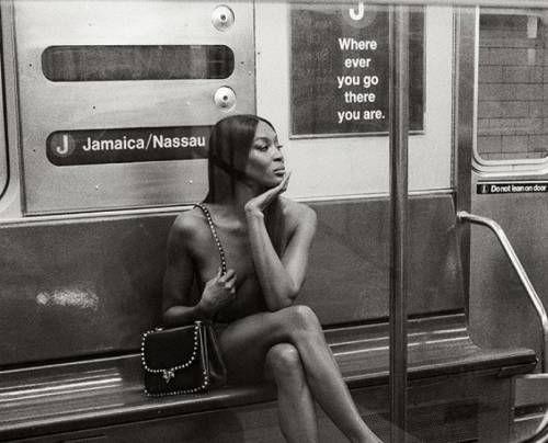 Ünlü model metroda çırılçıplak soyunup poz verdi! - Sayfa 10