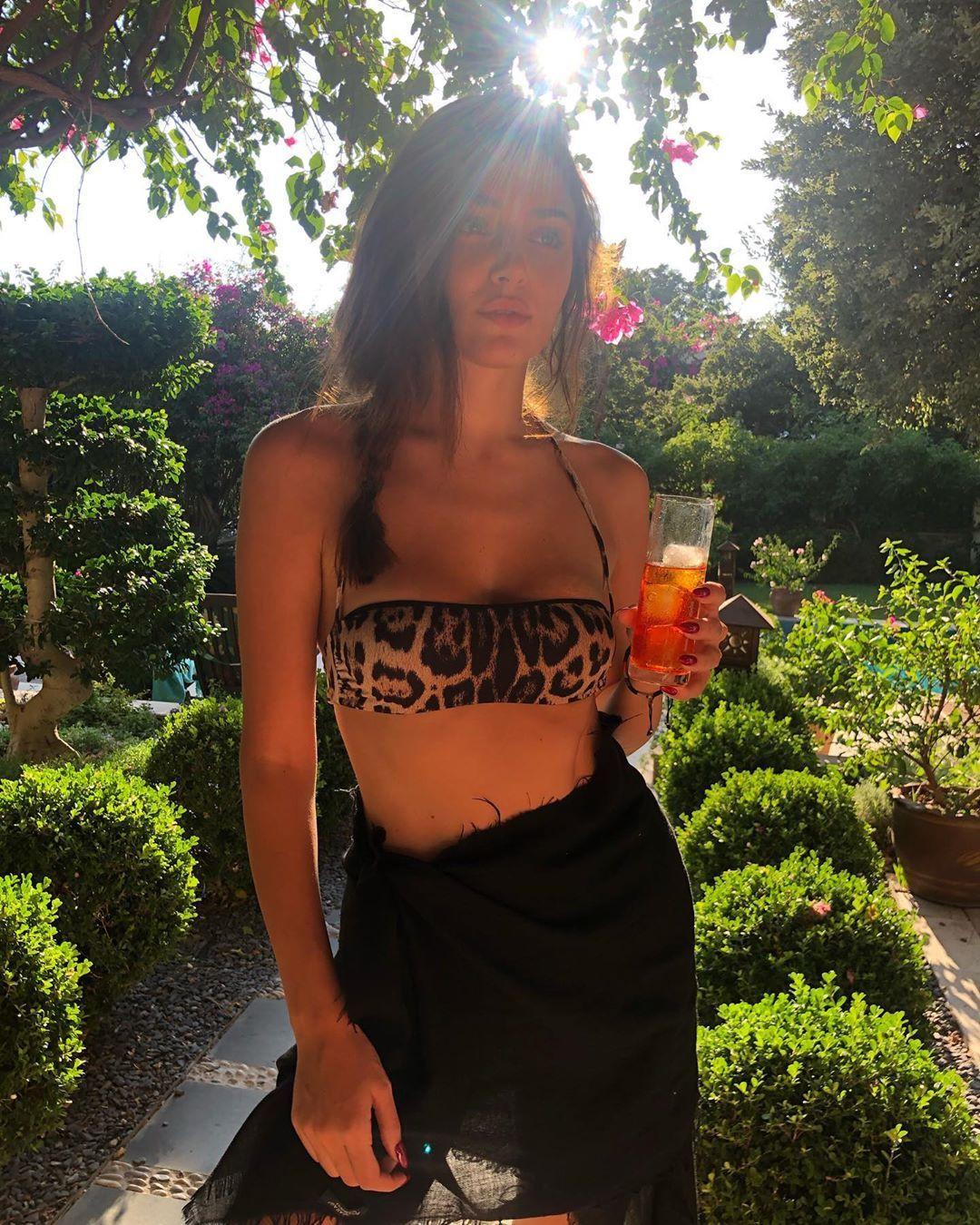 Hande Erçel'in bikinili pozuna 1 milyon beğeni - Sayfa 2